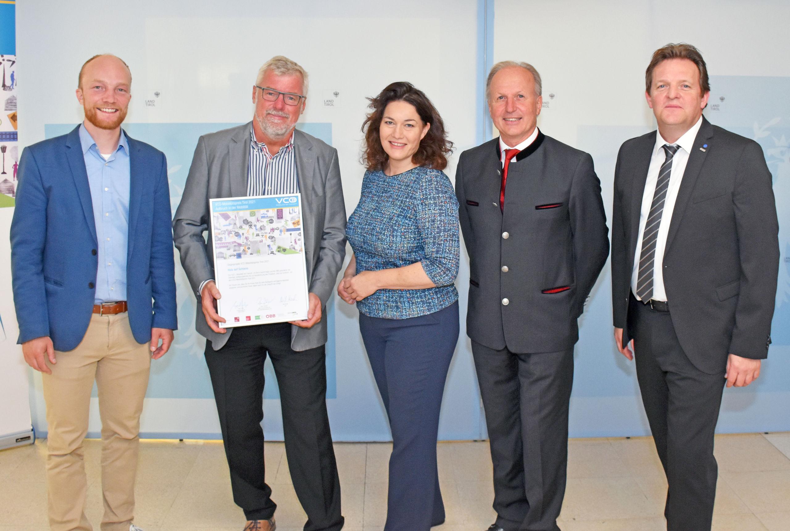 Michael Schwendinger (VCÖ), Helmut Schreiner (Zillertalbahn), LHStvin Ingrid Felipe, Martin Sigl (Binderholz) und Rene Zumtobel (ÖBB). © Land Tirol/Pölzl